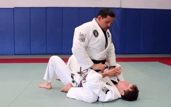 the mount contol basic jiu jitsu position